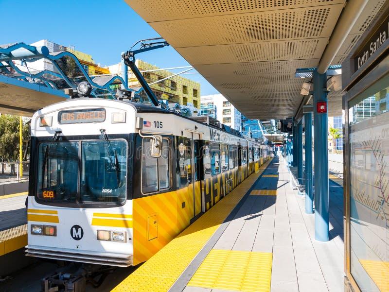Metra światła poręcz W W centrum Snata Monica platformie zdjęcie royalty free