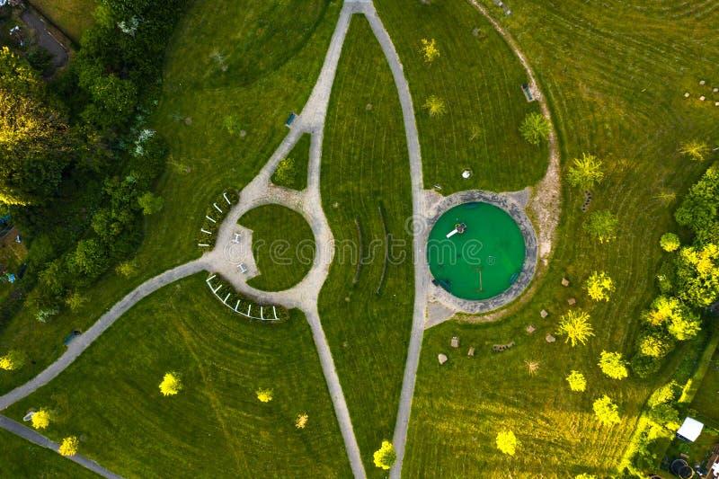 Metraggio aereo del fuco di un parco nel paesaggio trovato in Sheffield City, Yorkshire immagine stock libera da diritti