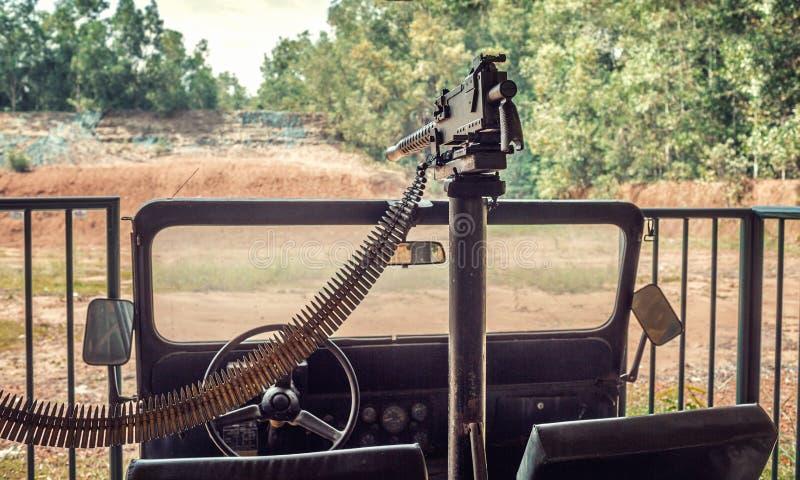 A metralhadora do exército americano montou em SUV imagem de stock royalty free