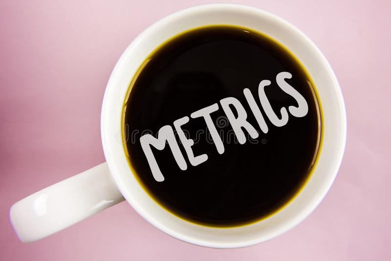 Metrik för handskrifttexthandstil Menande metod för begrepp av att mäta något poetisk meteruppsättning för studie av nummer som ä royaltyfria bilder