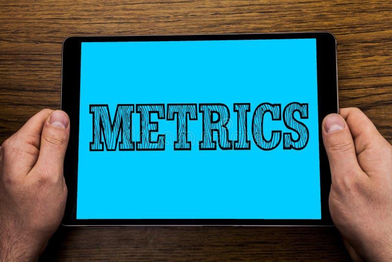 Metrik för textteckenvisning Begreppsmässig fotometod av att mäta något poetisk meteruppsättning för studie av nummer som är skri arkivbilder