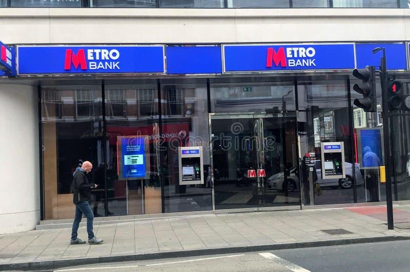 Metro-Bankfiliale stockbild