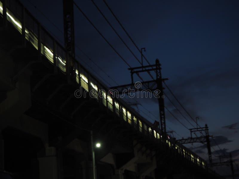Metro bij nacht stock afbeeldingen