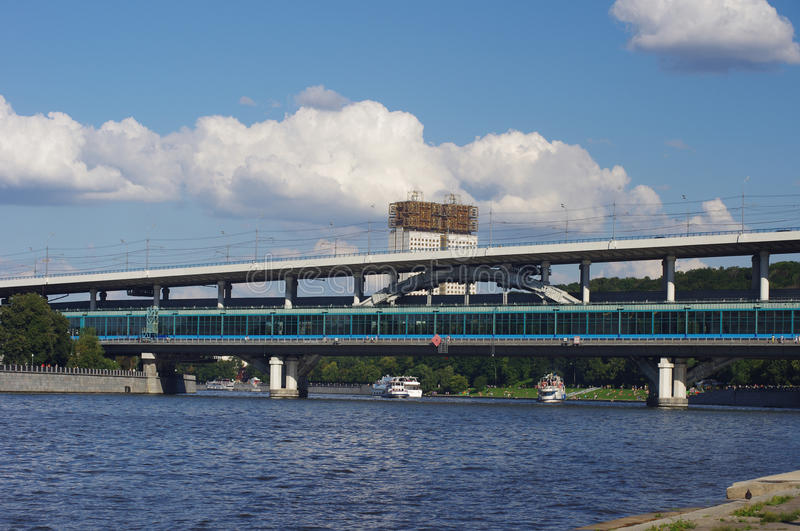 Download Metro Bridge And Academy Of Sciences Royalty Free Stock Image - Image: 33066736