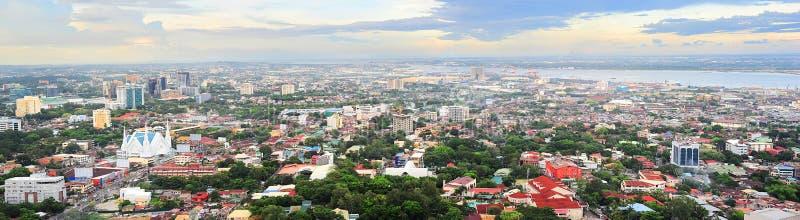 Metro Cebu på solnedgången royaltyfria bilder