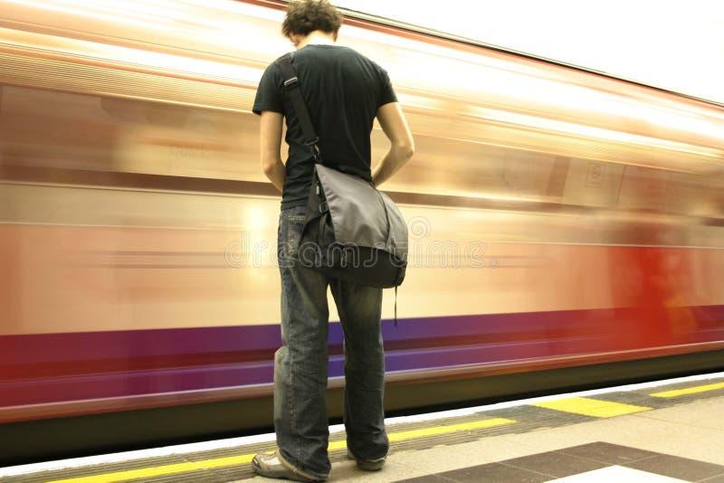 Metro de espera imagem de stock
