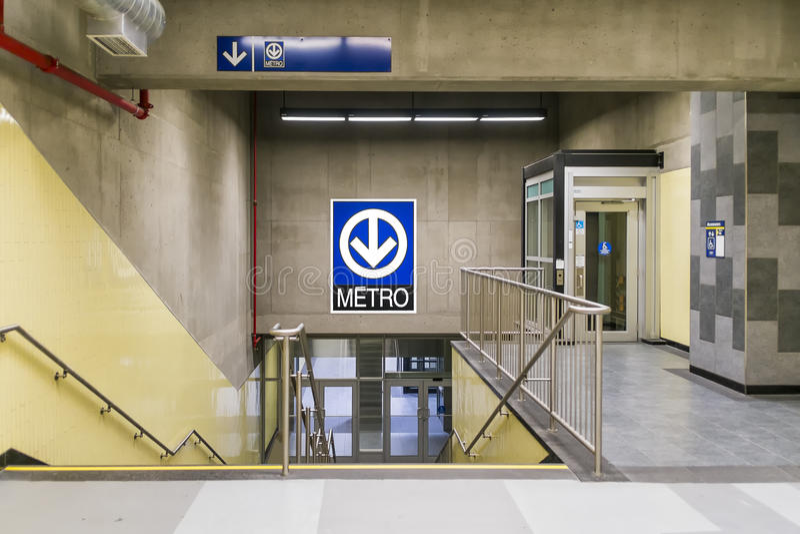 Metro de Montmorency (escadas e elevador) imagens de stock royalty free