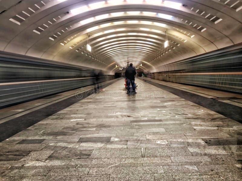 Metro de Moscou Trem da infinidade imagens de stock