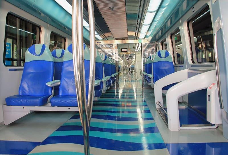 metro em Dubai, metros dentro do interior do carro, tr fotografia de stock
