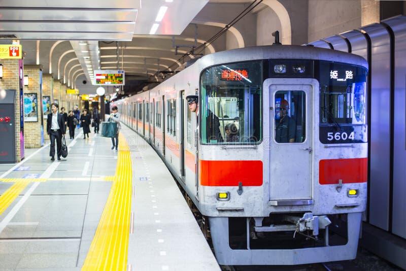 Metro expreso limitado en la estación de tren subterráneo de Japón en la línea de HEMEJI fotografía de archivo libre de regalías