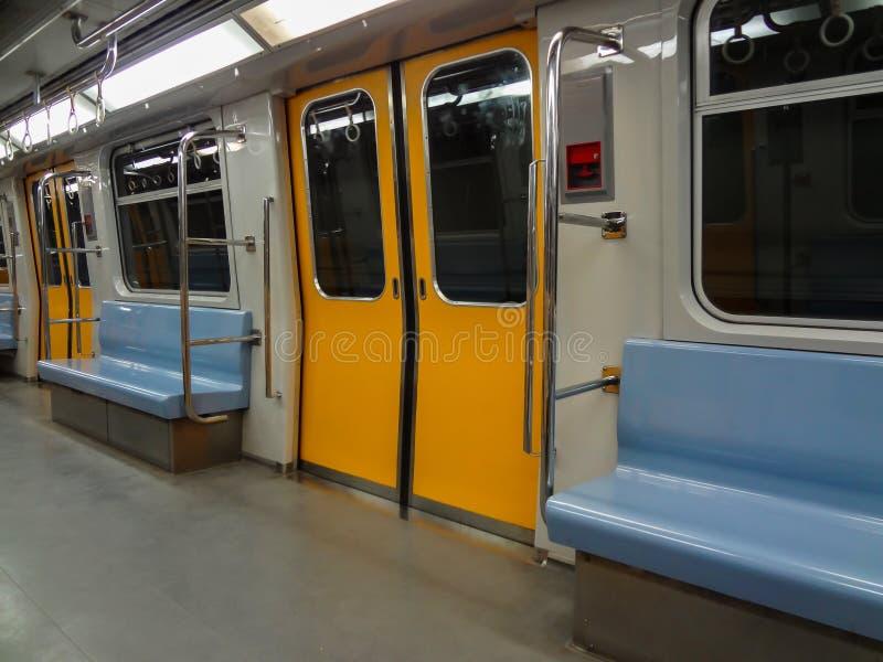 Metro interno de vista completa fotos de stock
