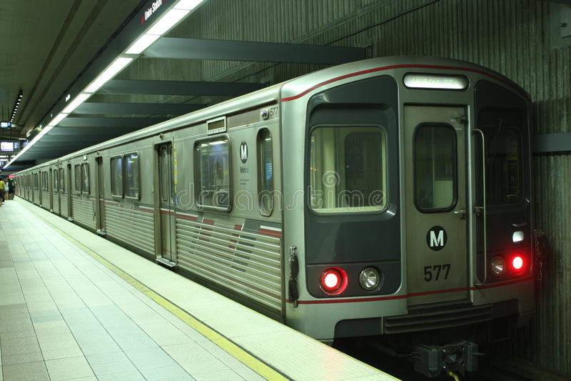 Download Metro lijnmetro stock afbeelding. Afbeelding bestaande uit maatregel - 15137909