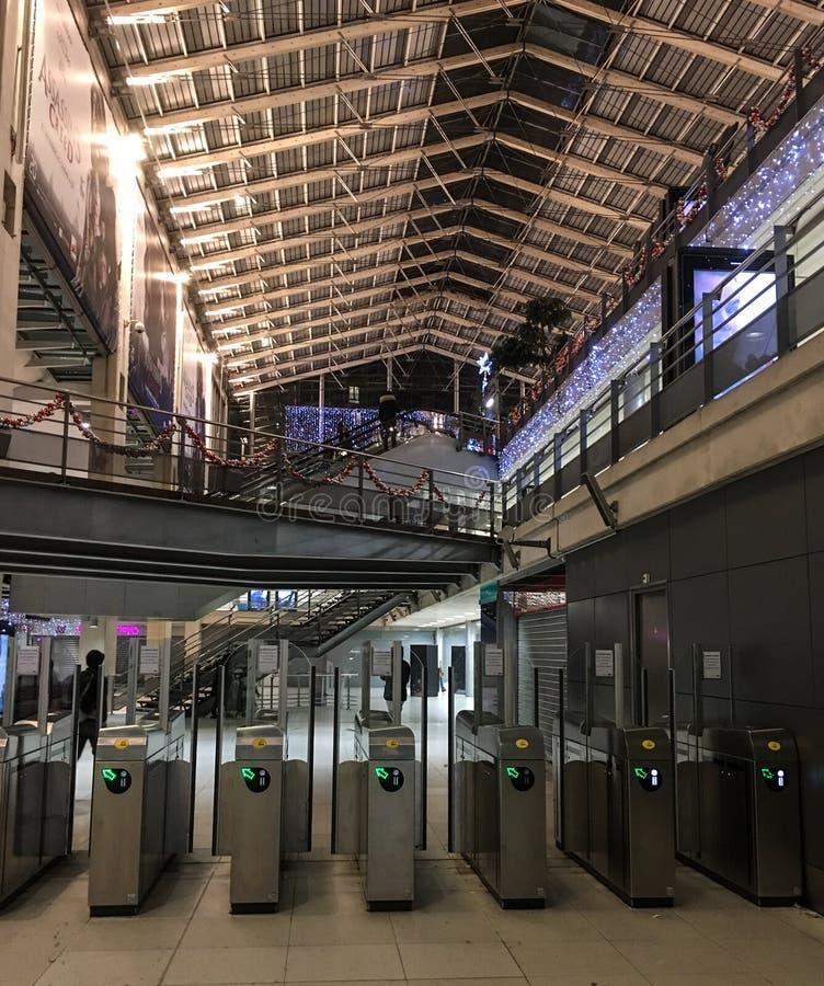 Metro opłaty przełazy w Gare Du Nord, Paryż, Francja zdjęcie stock