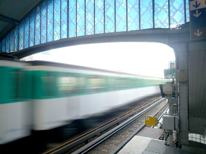 Metro opuszcza stację z ruch plamy skutkiem zdjęcia royalty free