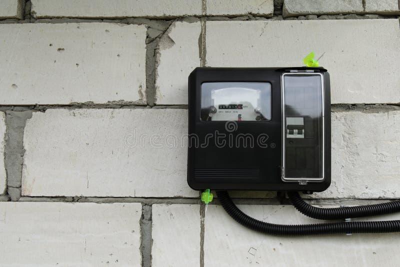 Metro para el dispositivo al aire libre del uso, tecnología moderna de la electricidad para supervisar el consumo de la energía e fotos de archivo libres de regalías