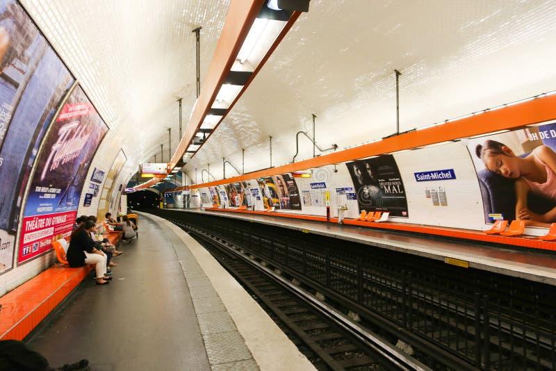 Metro in Parijs royalty-vrije stock foto's