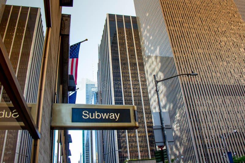 Metro podpisuje wewnątrz Newyork obrazy royalty free