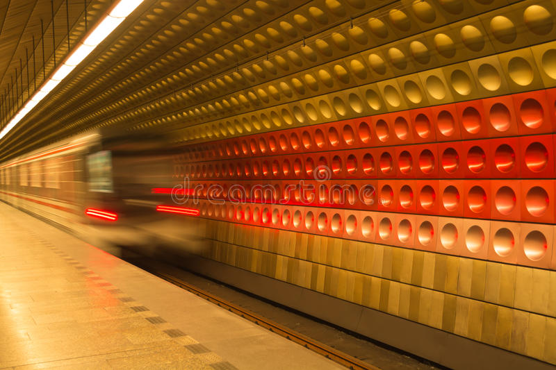 Metro in Prag, Tschechische Republik lizenzfreie stockfotos