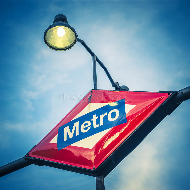 Metro-Stations-Zeichen stockfotos