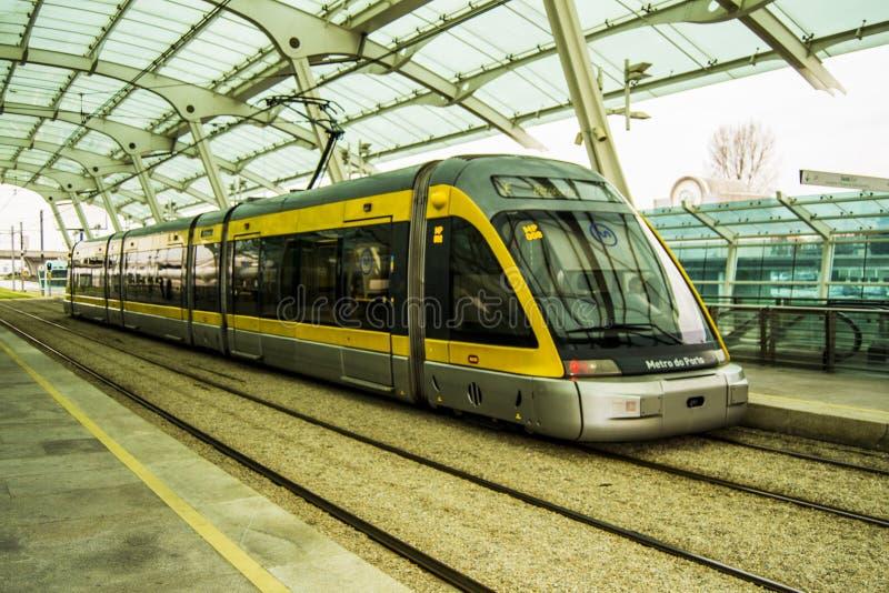 Metro trein Porto royalty-vrije stock afbeeldingen