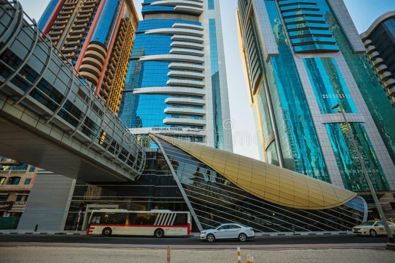 Metro van Doubai als langste volledig geautomatiseerd metro van de wereld netwerk (75 stock foto's
