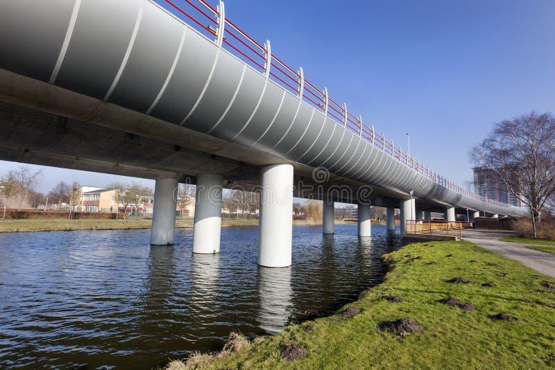 Metro viaduct van Spijkenisse aan Rotterdam stock afbeeldingen