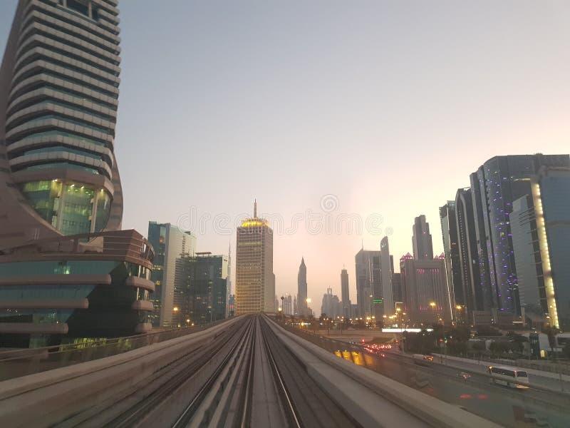 Metro w Dubaj w ten sposób ładnym obraz royalty free