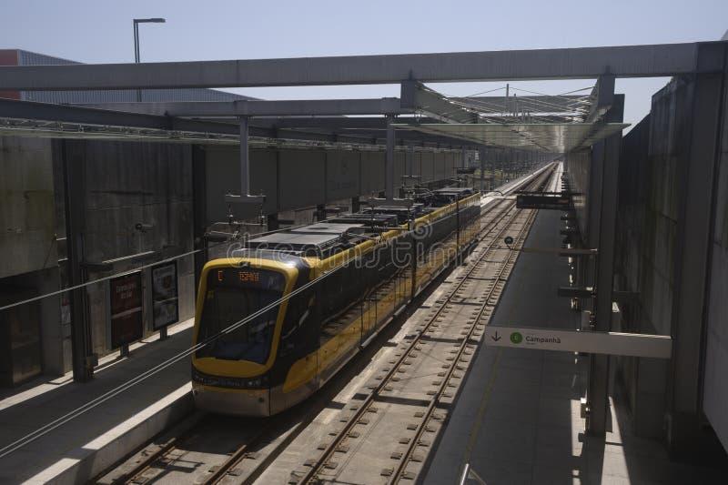 Metro w Maia Portugal z wagonami obrazy stock