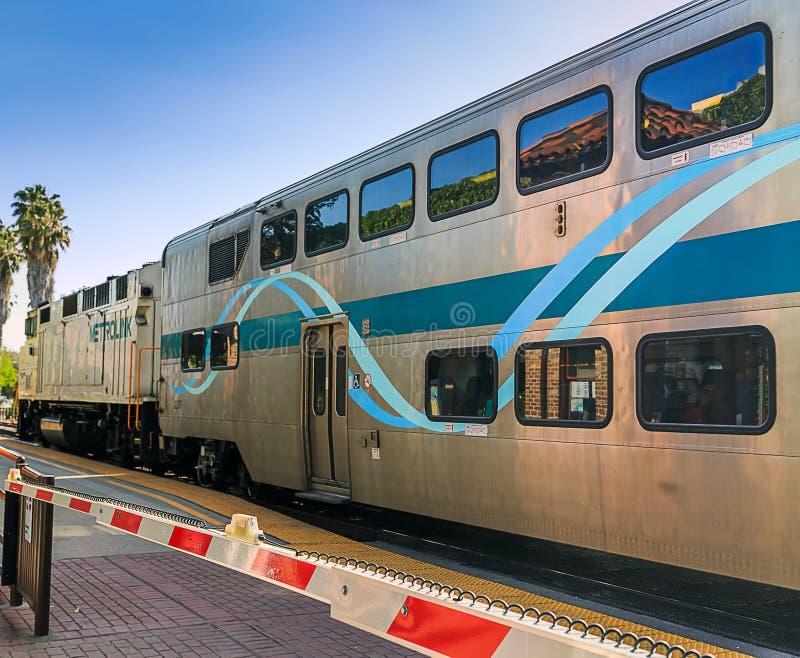 Metrolink et bras de croisement photos stock