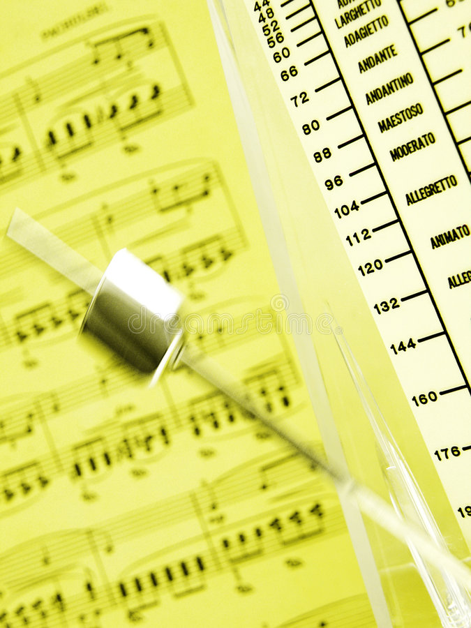 Metronoom & muziekblad royalty-vrije stock foto's