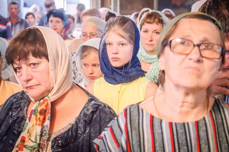 Metropolita świętował boską liturgię w rosyjskim kościół prawosławnym obraz stock
