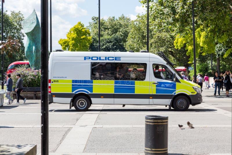 Metropolitaanse Politiebestelwagen met politieman binnen bij Marmeren Boog stock afbeelding