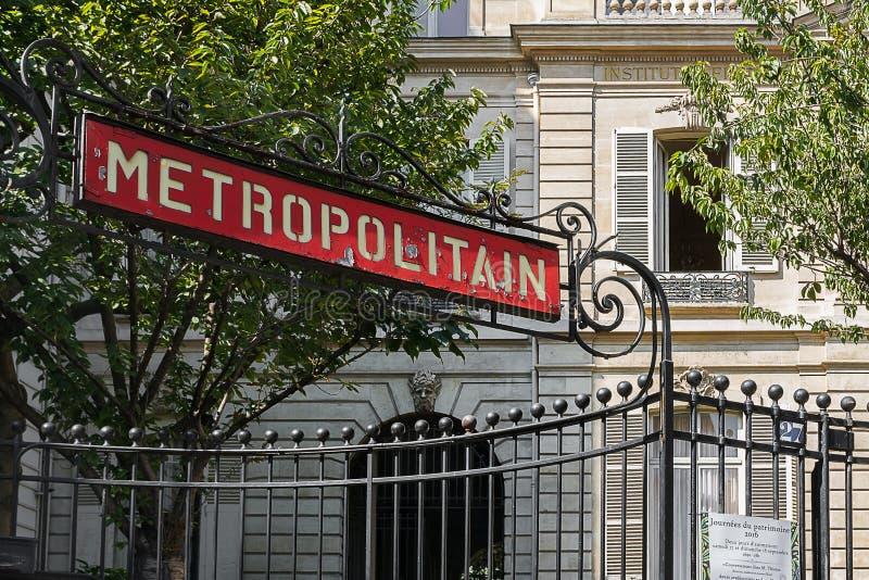 Metropolitain parisien photo stock