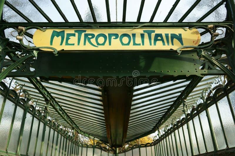 Metropolitana Art Nouveau Paris dell'entrata del dettaglio immagine stock