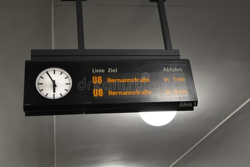 Metropolitana sotterranea andare della Germania e nel segno di arrivo illustrazione di stock