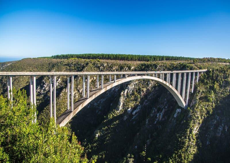216 metros de alto de Bloukrans puente del río en el Eastern Cape de Suráfrica foto de archivo libre de regalías