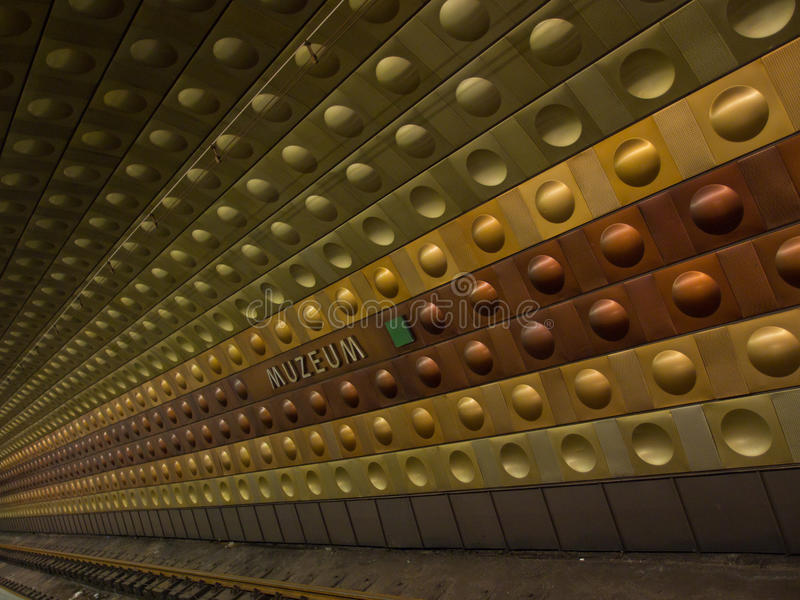 Metrostation i Prague arkivbild
