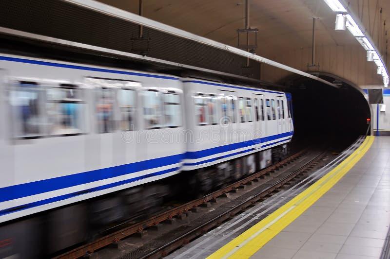 Metrozeile Untergrundbahn stockfoto