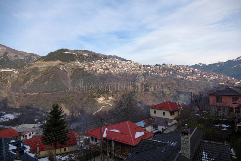 Metsovo村庄全景  库存照片