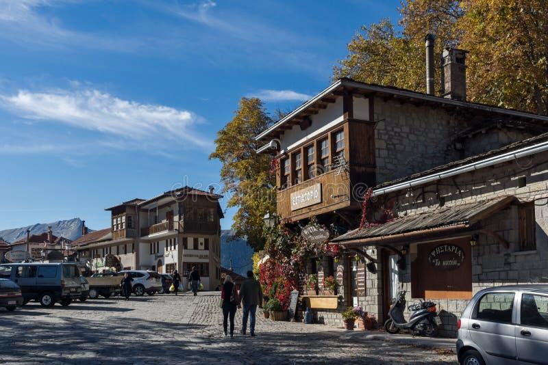 METSOVO, EPIRUS, GRIEKENLAND - OKTOBER 19 2013: Panorama van dorp van Metsovo dichtbij stad van Ioannina, Griekenland stock afbeeldingen