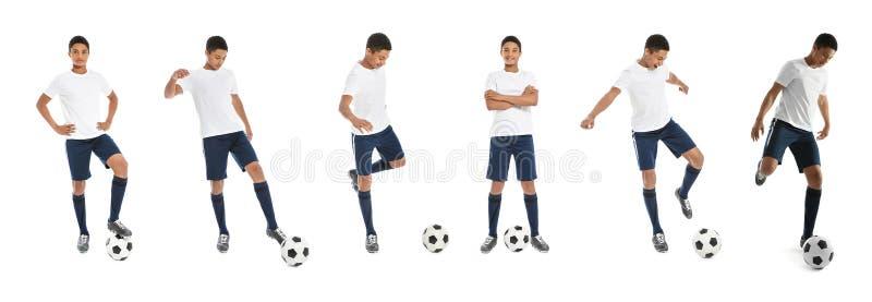 Metta con giocar a calcioe afroamericano adolescente del ragazzo fotografia stock libera da diritti