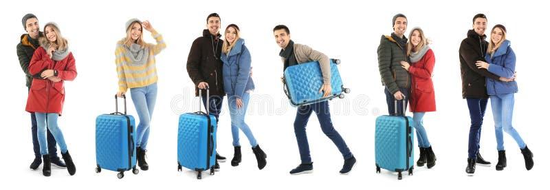 Metta con la gente in vestiti e valigie caldi fotografie stock libere da diritti