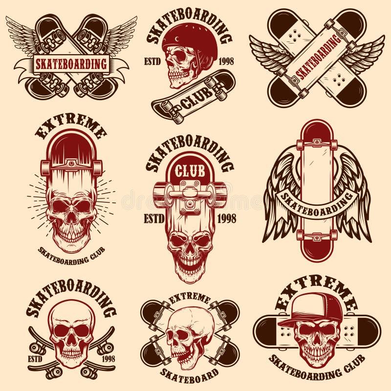 Metta degli emblemi pattinanti del club con i crani Elemento per il manifesto, logo, segno, etichetta, maglietta di progettazione illustrazione vettoriale