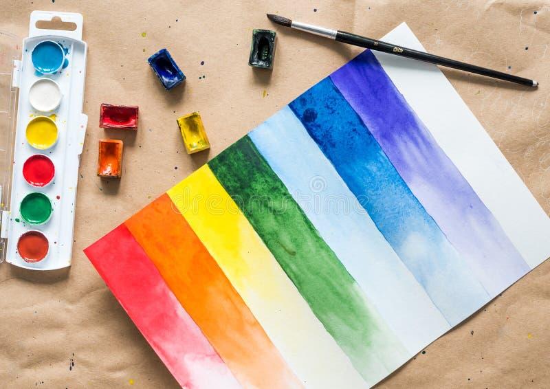 Metta dei colpi della spazzola dell'acquerello con le spazzole ed i paintboxes immagini stock libere da diritti
