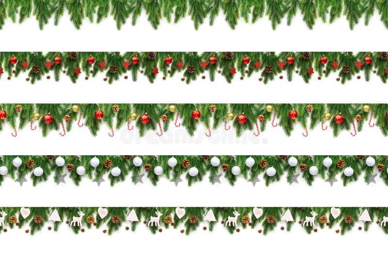 Metta dei rami dell'albero di Natale su fondo bianco come confine fotografie stock