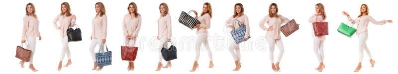 Metta della donna graziosa con il genere differente di borse in integrale isolato immagini stock libere da diritti