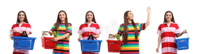 Metta della giovane donna con il cestino della spesa su bianco fotografia stock libera da diritti