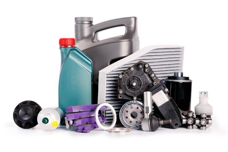 Metta di nuove varie parti dell'automobile necessarie per servizio del veicolo fotografia stock libera da diritti