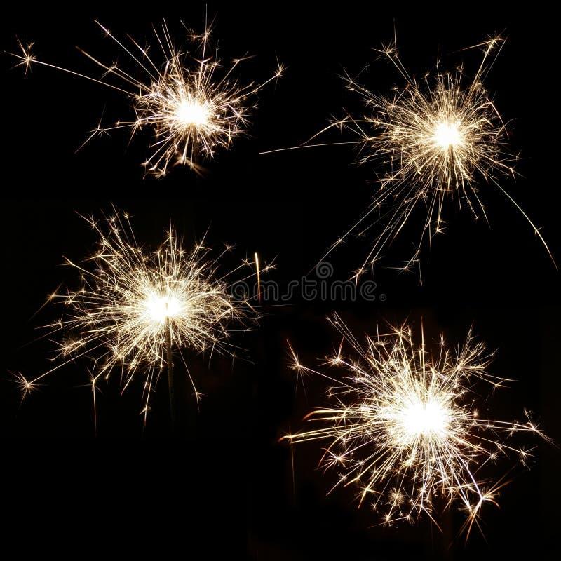 Metta di quattro stelle filante brucianti luminose su un fondo nero fotografia stock libera da diritti