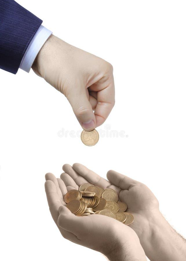 Metta i vostri soldi in mano sicura immagine stock